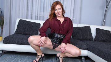 Horny mom masturbating on her couch at TopMature.nl