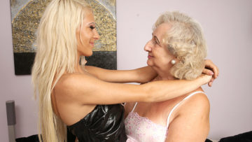 This hot babe has sex with her mature lesbian lover at TopMature.nl