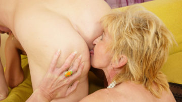 Two mature sluts sharing one creampie at TopMature.nl